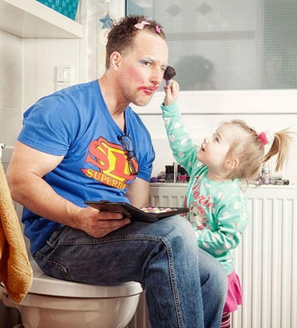 10- Quando a sua filha usa você como cliente em suas práticas de maquiagem