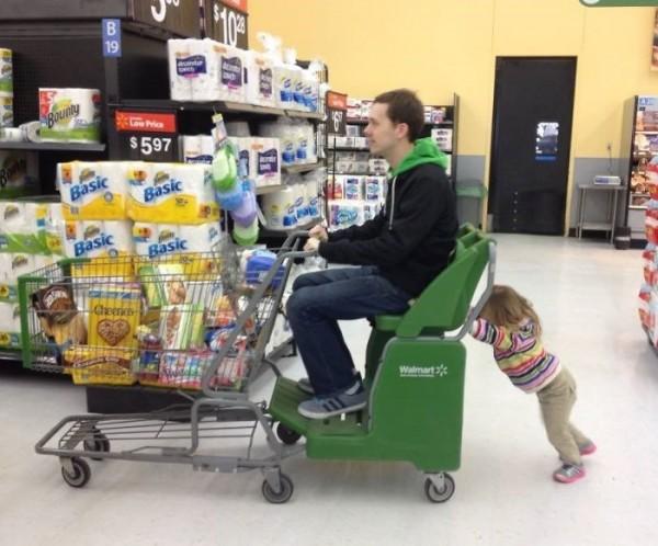 16- Ela também gostaria de empurrar o carrinho de compras