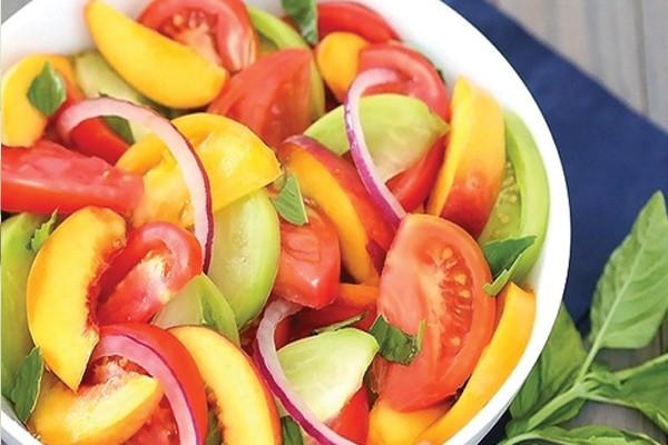 Uma saladinha e fruta