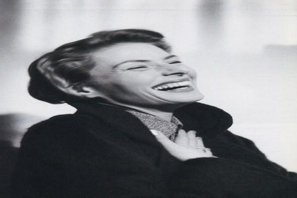 A mulher que desmaia quando ri