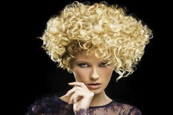 Pentear o cabelo: só se ele estiver molhado