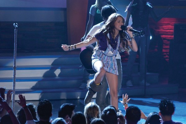 Subir no palco e cantar em um super show