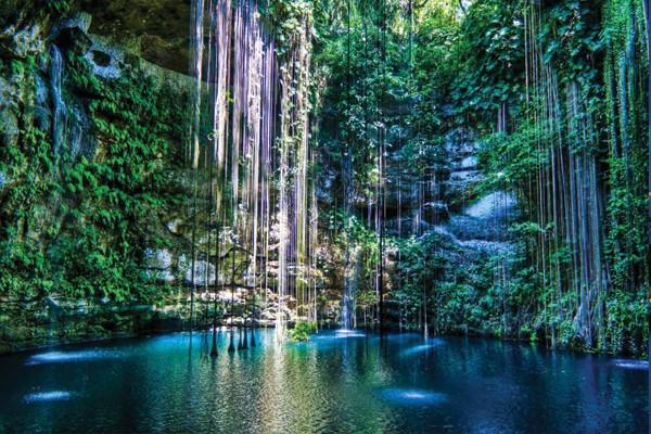 Mergulhar em um cenote no México