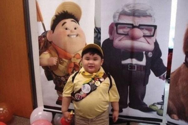 Esse menino com Russell