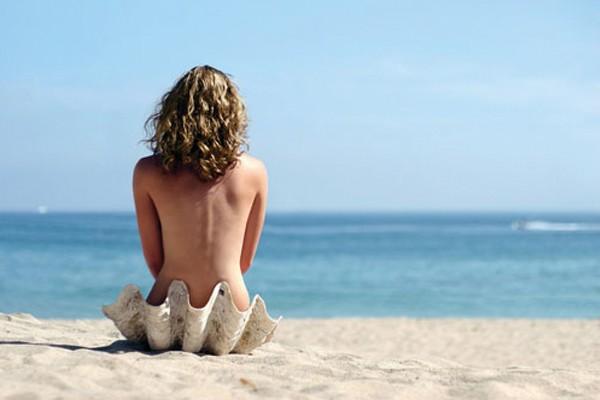 Passear por uma praia de nudismo
