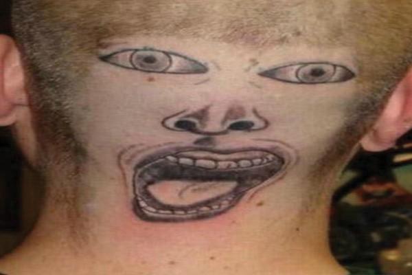 Tatuagem bizarra demais