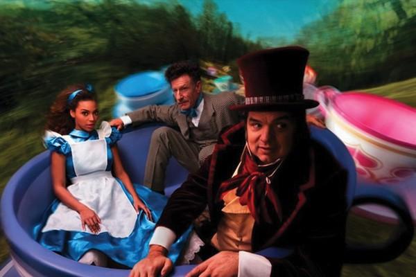 Beyonce, Oliver Platt e Lyle Lovett em Alice no País das Maravilhas