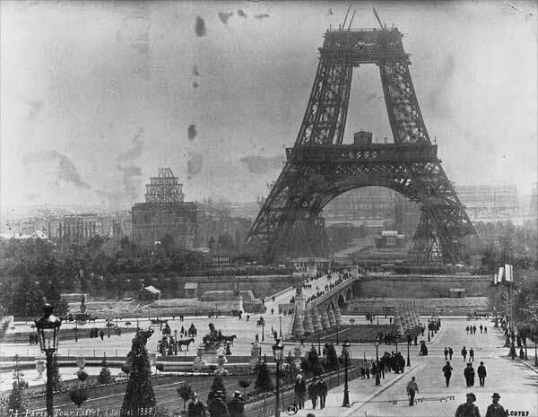 1888 Construção da Torre Eiffel