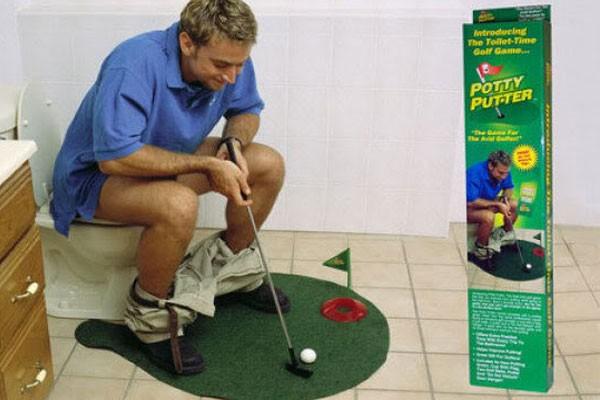 Golf no banheiro