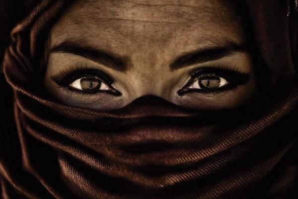 O olhar penetrante dessa mulher