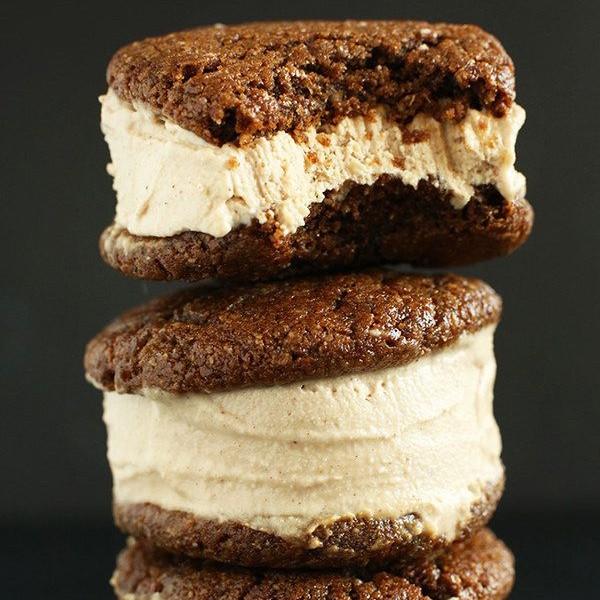 Sanduíches de sorvete com cereais