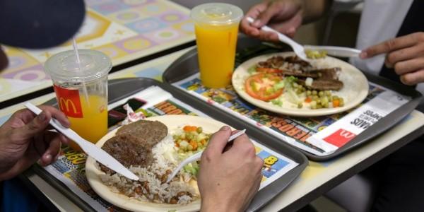 No Brasil, o McDonald's serve refeições