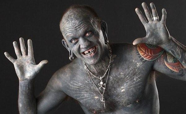 A pessoa mais tatuada
