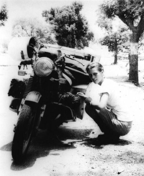 Elspeth Beard, mulher que tentou ser a primeira inglesa a fazer a volta ao mundo de moto – 1980