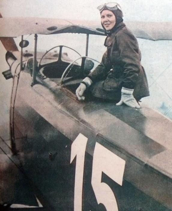 Sabiha Gökçen, turca que se tornou a primeira pilota de caça – 1937