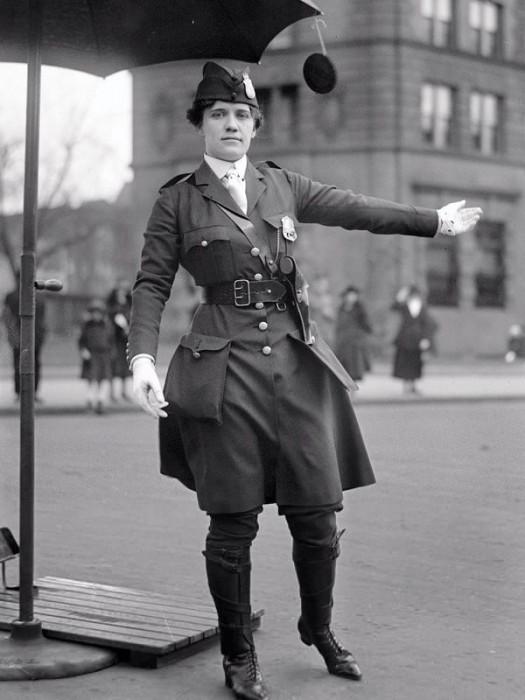 Leola N. King, a primeira guarda de trânsito dos EUA – 1918