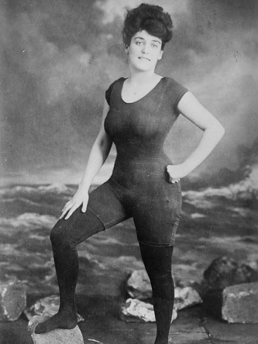 Annette Kellerman, presa por indecência após usar esta roupa de banho em público – 1907