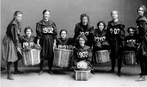 O primeiro time de basquete feminino do Smith College (EUA) – 1902
