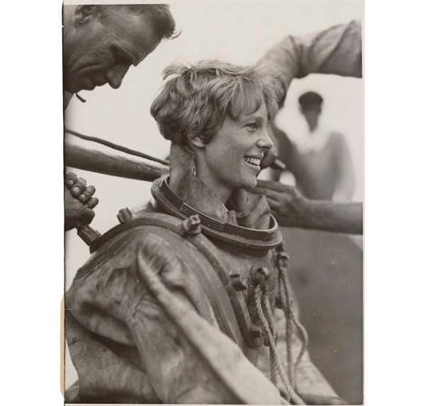 Amelia Earhart, a primeira mulher a voar o Oceano Atlântico – 1928