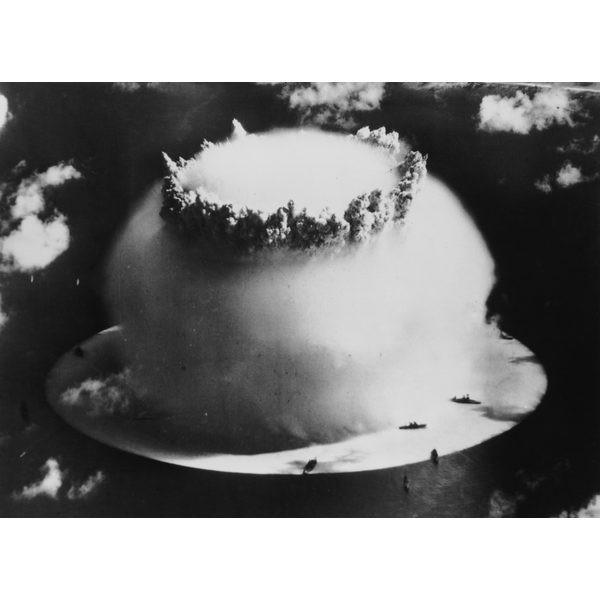 Explosão da bomba atômica nas Ilhas Marshall