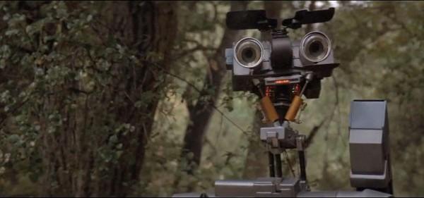 Robôs militares – Um Robô em Curto-circuito (1986)