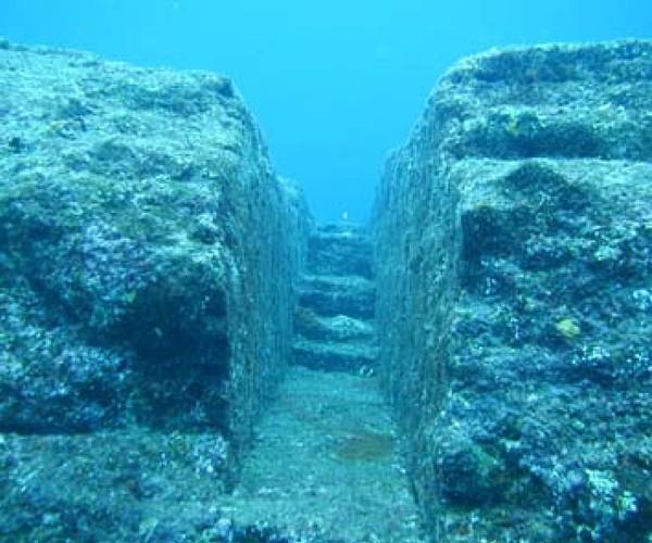 Ruínas submersas no Japão
