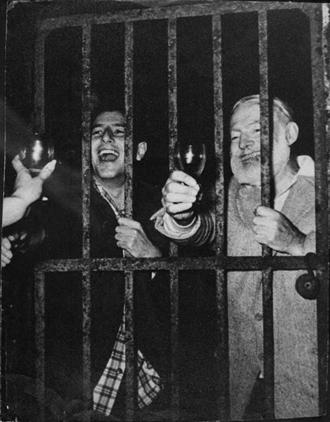 A festa continua ainda na cadeia
