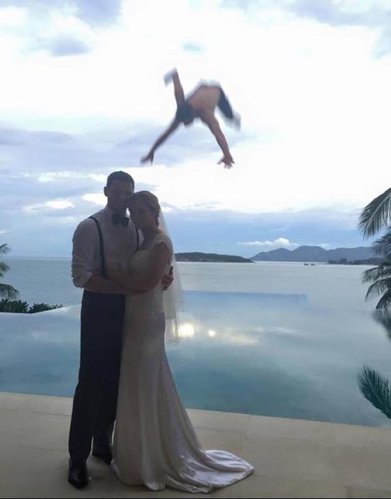 Ele queria ir ao casamento sem ser convidado
