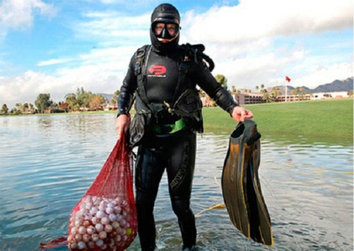 Mergulhador para resgatar bolas de golfe