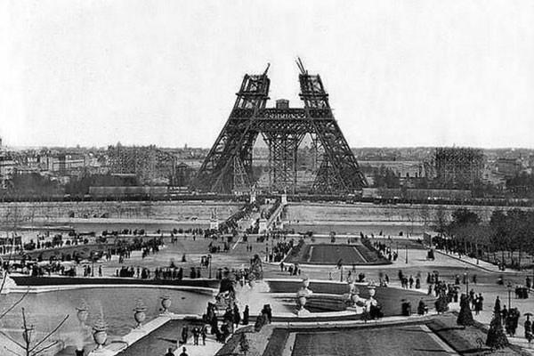 Construção da primeira fase da Torre Effiel