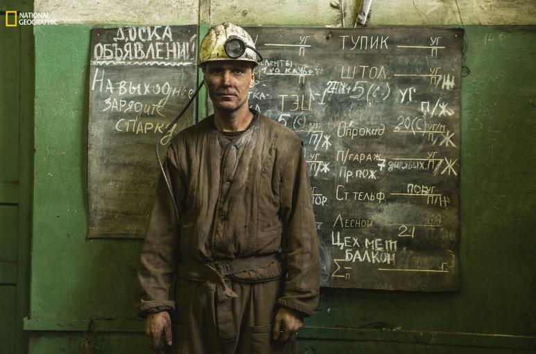 Mineiro da mina de carvão no Ártico