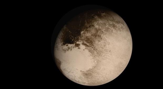 Plutão ainda não conseguiu completar uma órbita em torno do Sol entre o momento em que foi descoberto e o tempo foi classificado como planeta