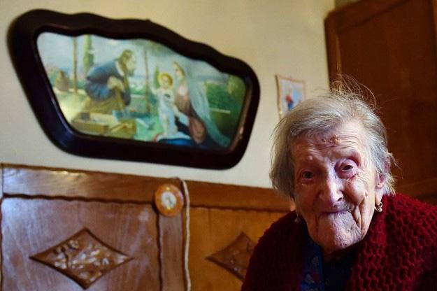 A pessoa viva mais anciã nasceu próxima da data da assinatura da Constituição dos EUA hoje