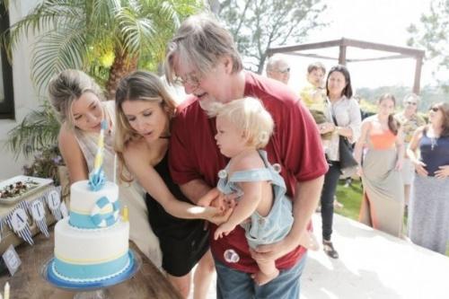 Matt Groening (63) e Agustina Picasso (37)