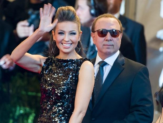 Tommy Mottola (67) e Thalía (45)