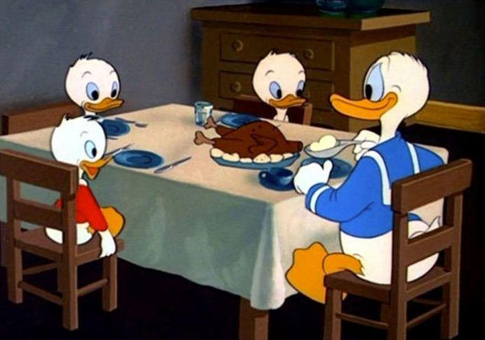 Os patos comem frango. Que intenso!