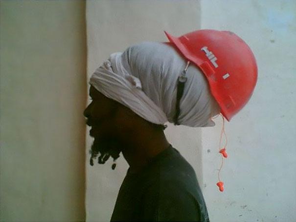 Usar capacete tem um significado diferente aqui