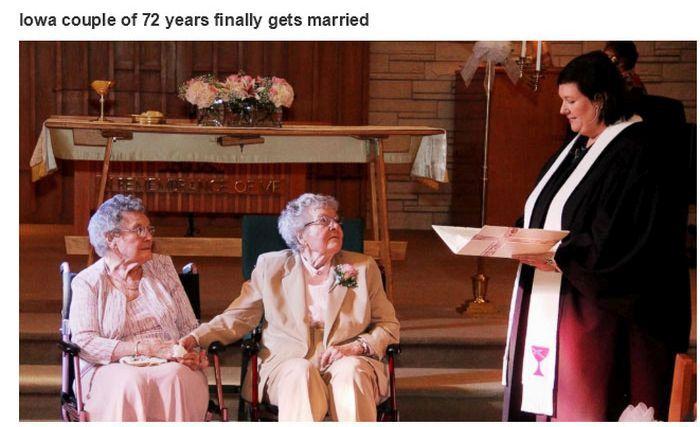Um casal de senhoras, finalmente, consumindo seu amor