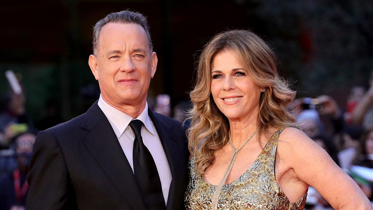 Tom Hanks e Rita Wilson juntos apesar da adversidade