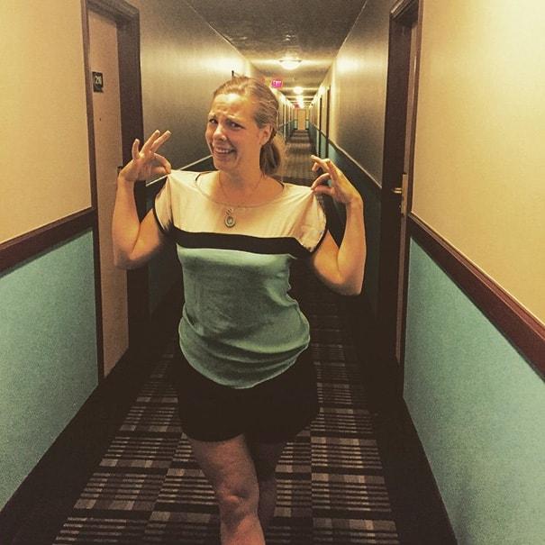 Um hotel escuro e assustador não é um bom guru da moda
