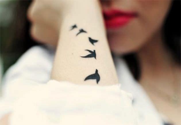 O que significa tatuagem de pássaros voando?