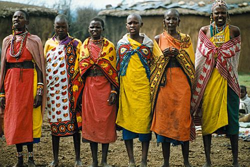 África: esta tribo tem o hábito de cuspir em todos