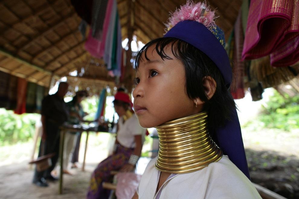Tailândia: os pescoços são alongados como símbolo de beleza