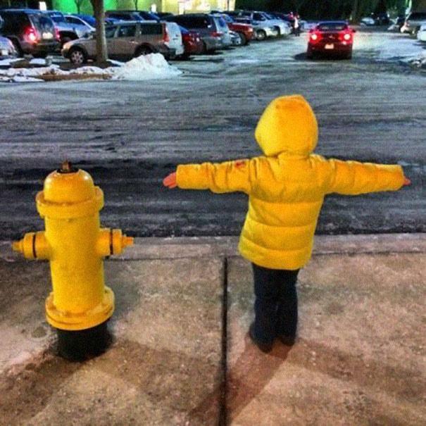 Filho! Hoje você será um hidrante amarelo