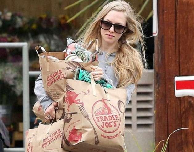 Amanda Seyfried fazendo compras