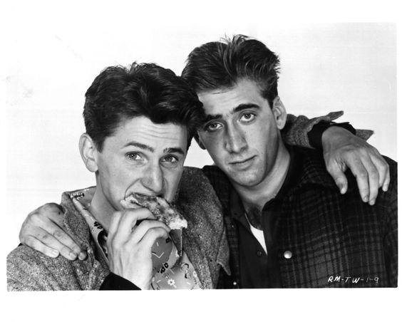 Nicolas Cage e Sean Penn são como um. Eles viajam juntos a todos os lugares!