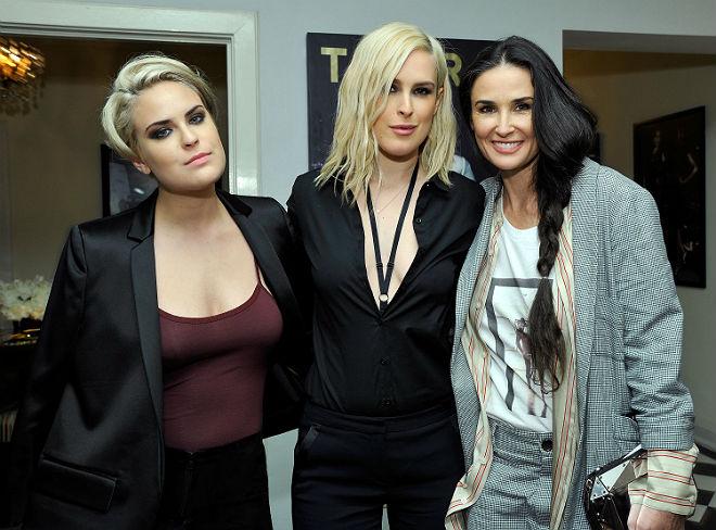 Demi Moore e suas filhas