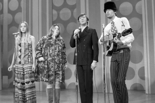A cantora de The Mamas & The Papas morreu por causa de um sanduíche