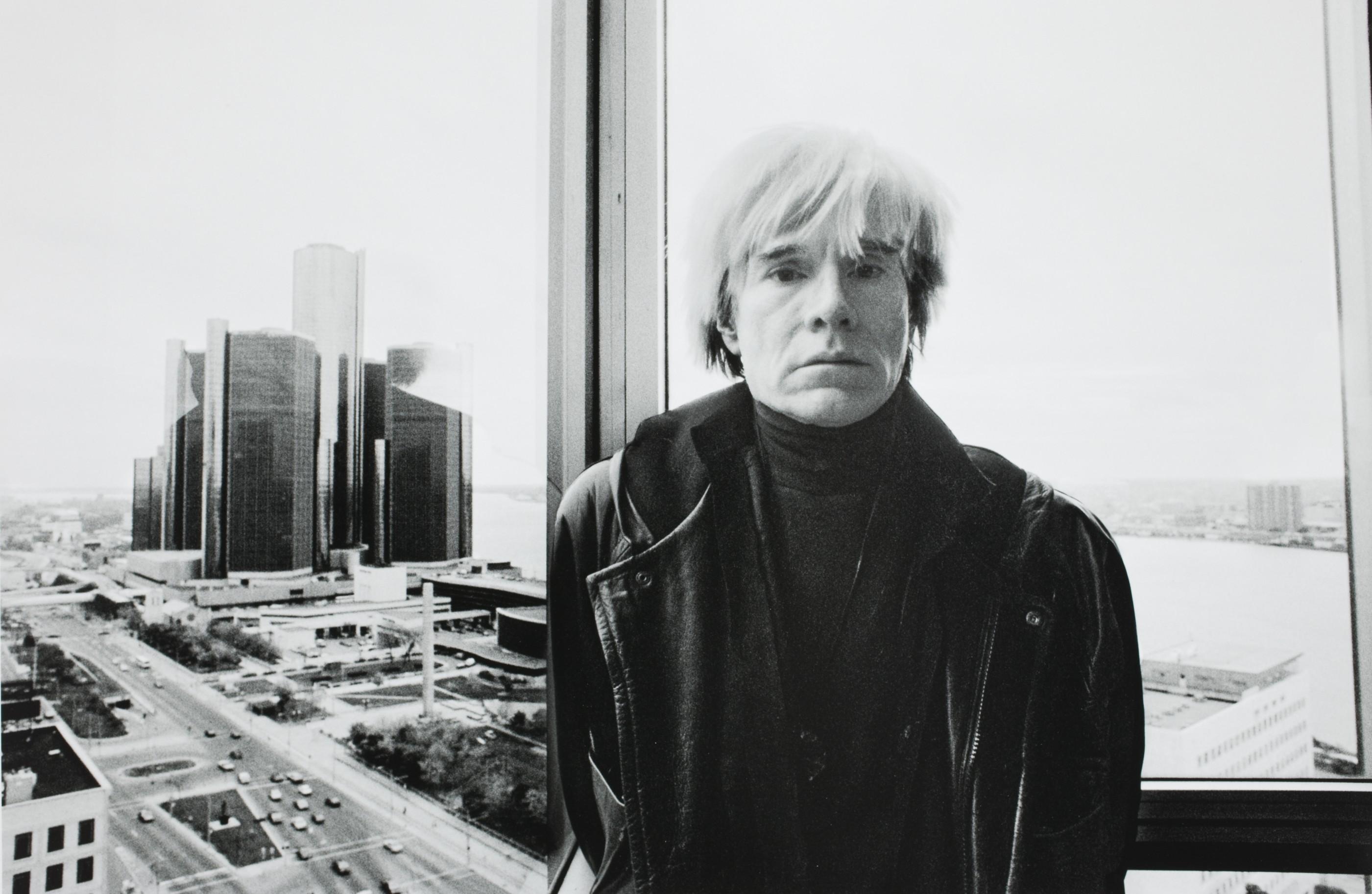 Primeira exposição de Andy Warhol