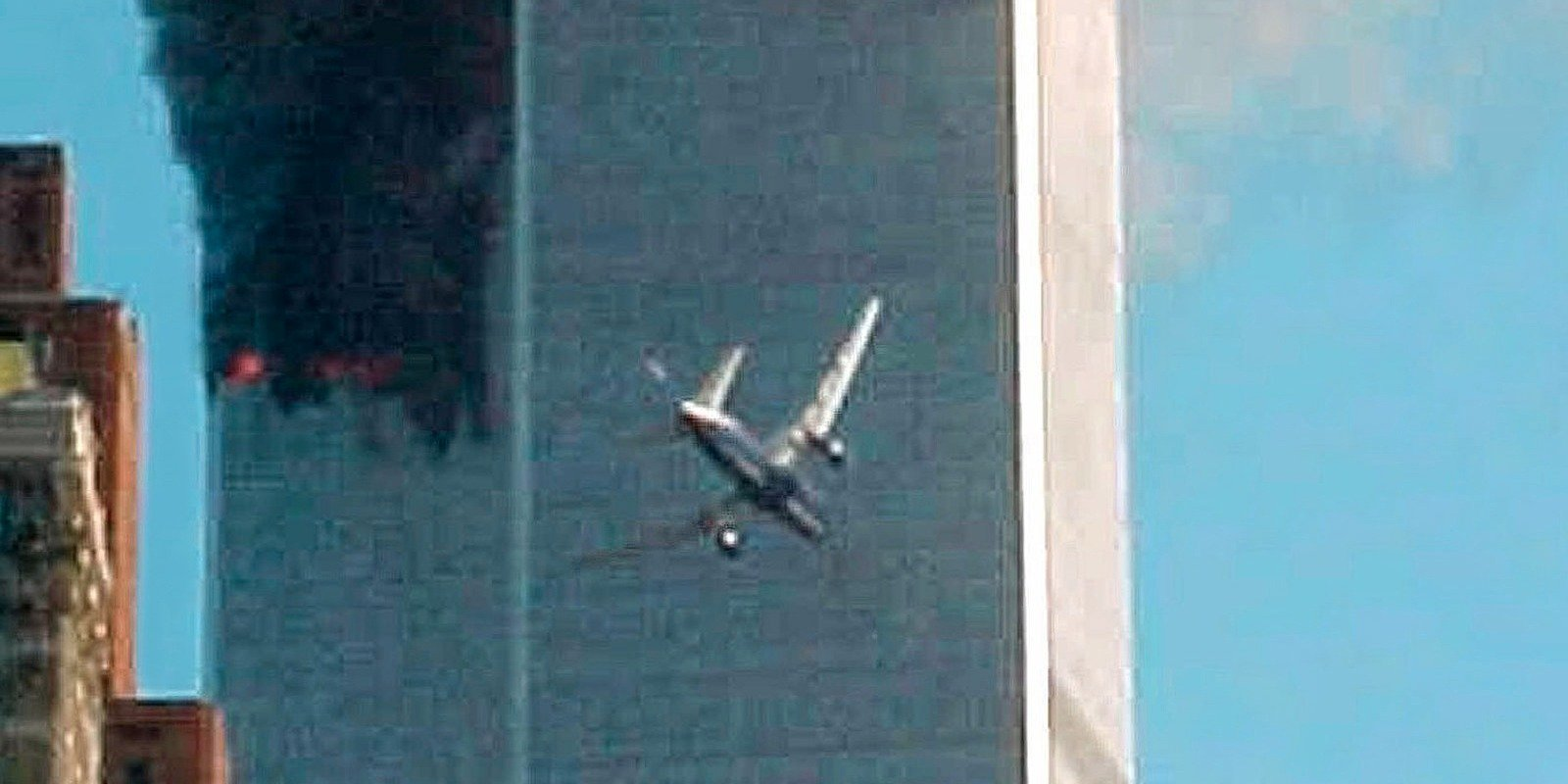 4. Dois comissários de bordo no American Airlines Flight 11 transmitiram calmamente informações sobre os sequestradores que ajudariam o FBI a determinar os criminosos da Al Qaeda.